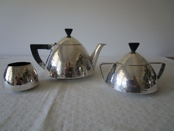 3 pieces hammered Art Deco tea set with ebony handle and knob - Silver plated - The Netherlands - First half 20th century
