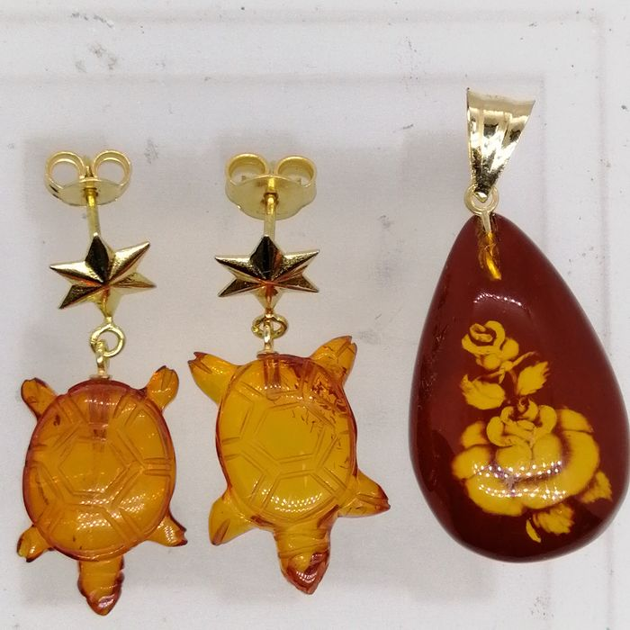 Gold (18 kt) - Earrings - Pendant - Baltic amber