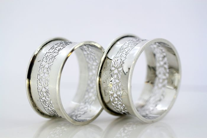 Antique Edwardian pair of napkin rings - .925 silver - E.R Moore & Co. - England - 1901