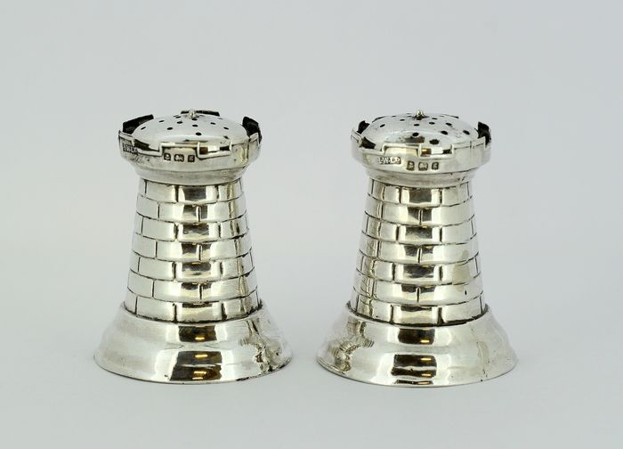 A pair of salt & pepper shakers - .925 silver - Henry Williamson Ltd - U.K. - 1906