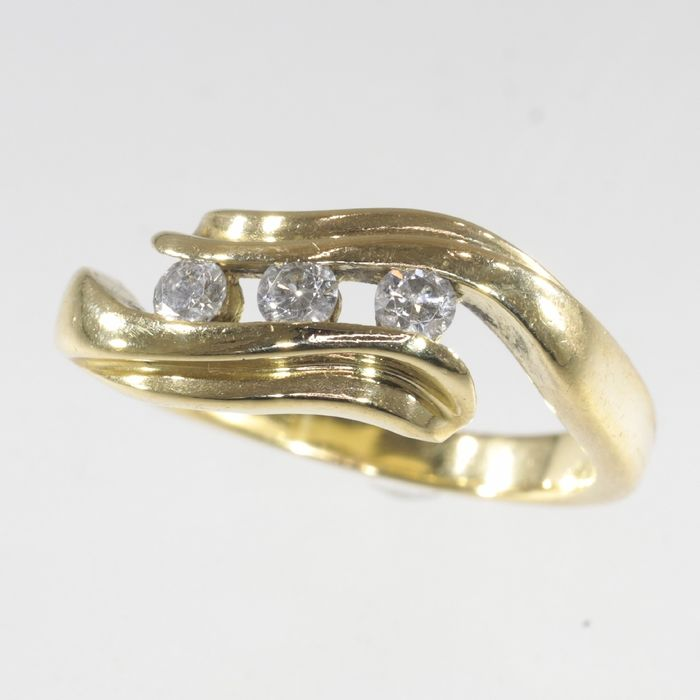 18 kt. Yellow gold - Ring, with diamonds - Circa late 1970's -  Engagement ring - Circa late 1970's - Vintage - TDW 0.24ct - Diamond - NO RESERVE PRICE