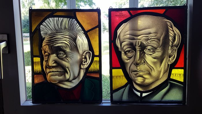 Frans Van Immerseel, Antwerp, portrait Guido Gezelle and Stijn Streuvels (2) - Stained glass
