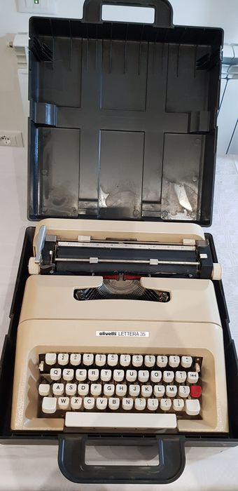 "olivetti - ""mario bellini"" olivetti lettera 35 - typewriter complete with rigid box - 70s"