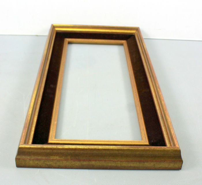 Gilded picture frame with velvet passe partout - lime wood