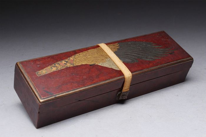 fubako (1) - Laca, Madera, Oro, Plata - Luxury wood and very fine maki-e design of haboki - Japón - Periodo Edo (1600-1868)