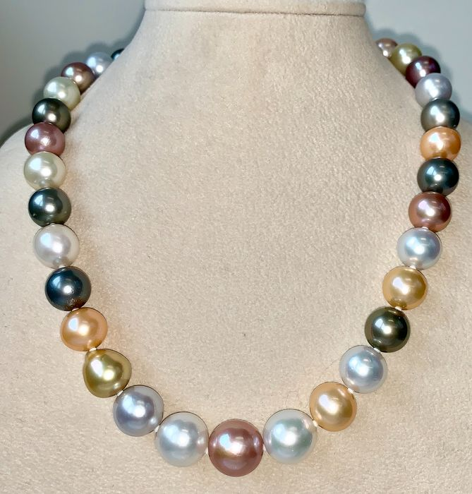 Freshwater pearls, Golden south sea pearls, Multicolor south sea pearls, Saltwater pearls, South sea pearls, Tahitian pearls, White gold, NO RESERVE PRICE - Diamonds clasp 18K - Necklace
