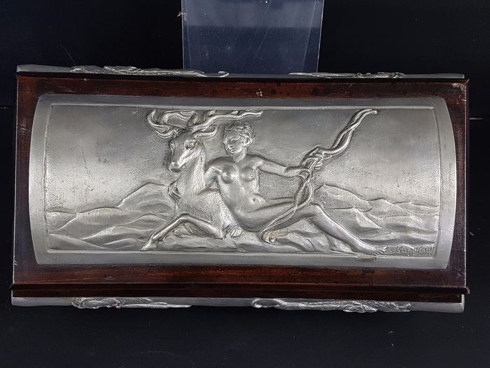 Jewellery box, Tin / Diana huntress and scenes of veneries, signed / Hunting sceneries, Signed - Art Nouveau - Wood / Tin