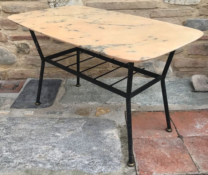 Coffee table with iron base with newspaper holder and pink Portugal marble top