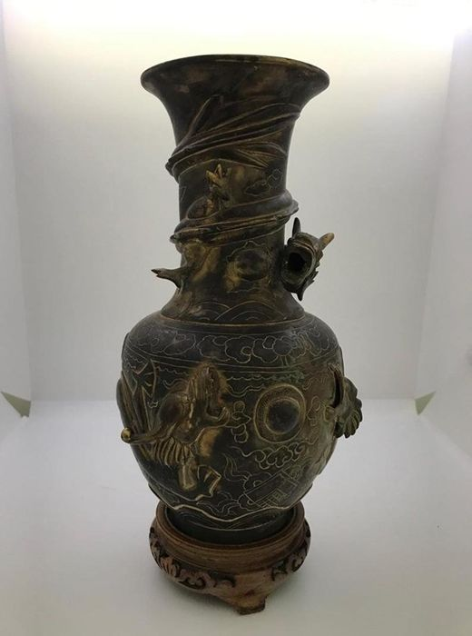 Vase (1) - Dragonware - Bronze - Qing Dynasty Chinese Bronze Spill Vase - China - Late 19th century