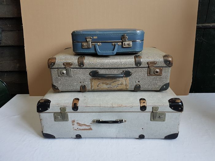 Three vintage travel cases, 1950s - Pasted cardboard, in good, original condition