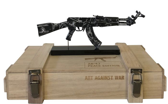 Van Apple - AK 47 Black Amex - Art against war