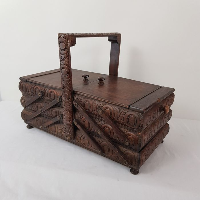 Well-stocked folding sewing box - Wood