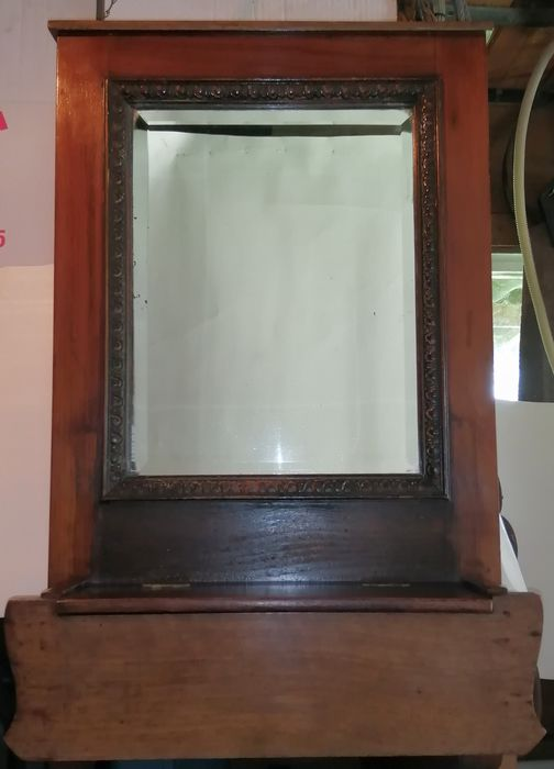 Faceted mirror with woodcarving - Wood - Oak