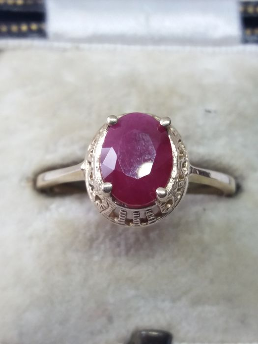 375 Yellow gold - Natural African Oval Ruby Solitaire gold ring - 1.10 ct