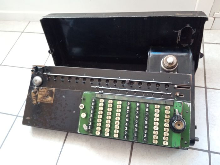 Madas - Old calculating machine