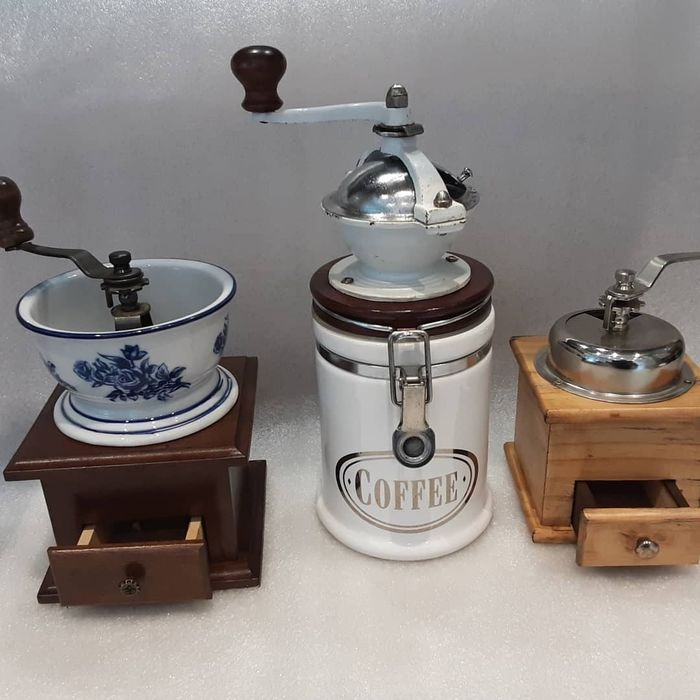 3 Vintage Coffe Grinder (3) - Art Deco - Ceramic, Iron (cast/wrought), Wood