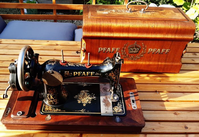 Pfaff K - A hand sewing machine with dust cover, ca. 1910 - Iron (cast/wrought), Wood