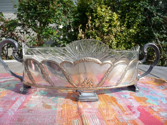 beautiful antique large serving dish (1) - Crystal, Silverplate
