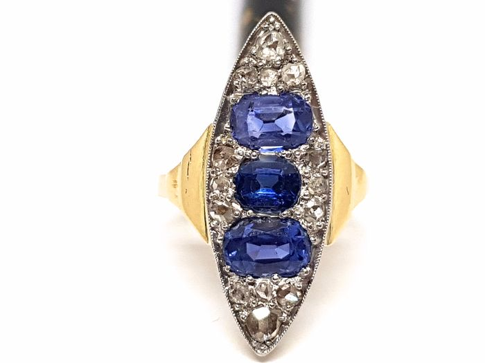 18 kt. Bicolour - Ring - 3.50 ct Sapphire - Diamonds