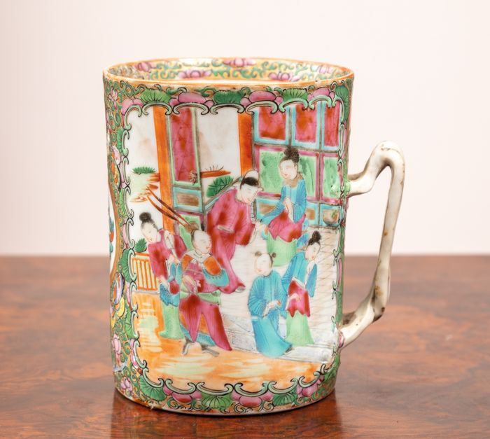 Cup (1) - Porcelain - drawing of the Chinese court - China - 1899-1920