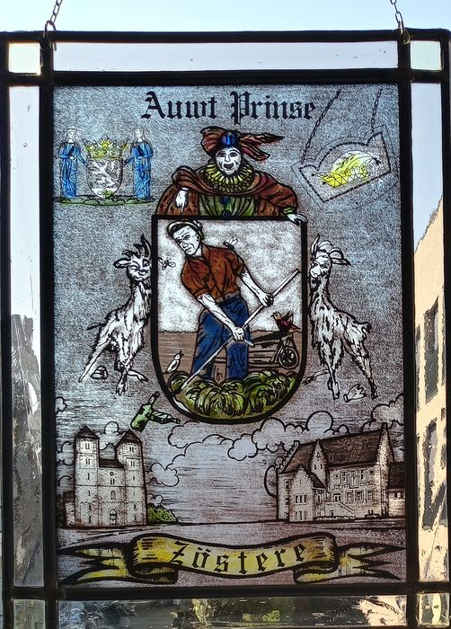"""Stained glass window hanger """"Auwt Prinse Sister"""" - Stained glass"""