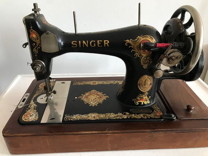Singer 128K - Sewing machine with wooden dust cover, 1922 - Iron (cast/wrought), Wood
