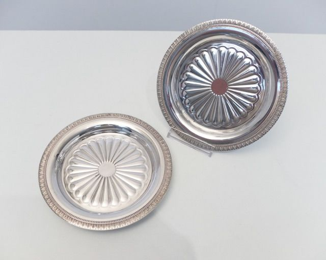 A pair of bottle coasters Christofle Malmaison Victoria Rose - Silver plated - France - Mid 20th century
