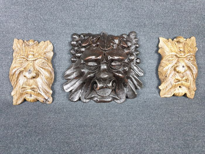 Lot of three ancient carved masks (3) - Oak wood - 19th century