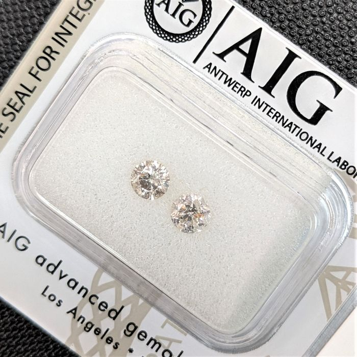 2 pcs Diamonds - 0.49 ct - Briliant - maro deschis - I1, No Reserve Price