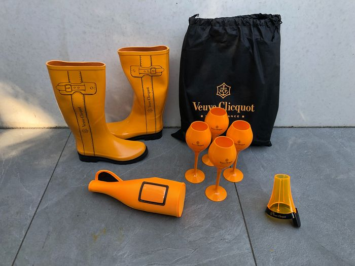 Mixed lot -  Veuve Clicquot Accessory set of 7 items - Champagne