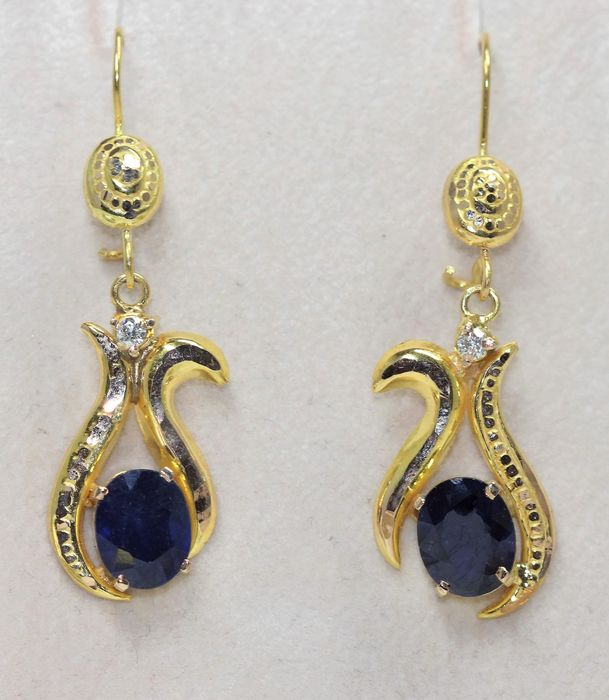 18 kt. Yellow gold - Earrings - 4.50 ct Sapphire - Diamonds