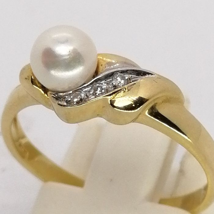 18 kt. Gold - Ring pearl grown in the sea oyster (AKOYA) - Diamonds