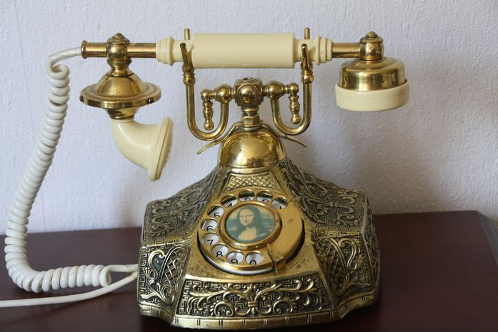 Telephone, In working condition - Copper and bakelite