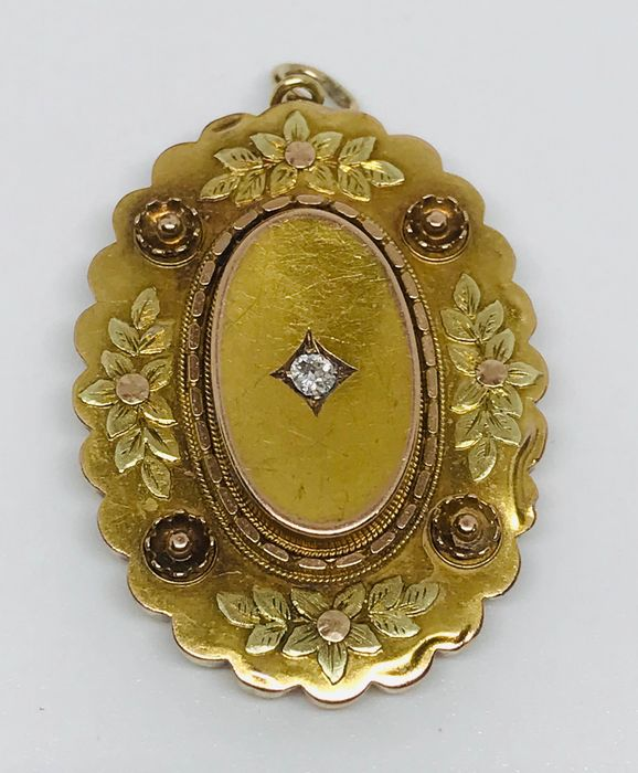 15 kt. Gold - Antique 3 Colour Gold Locket with Rare Chester mark for 1897 - 0.10 ct Diamond