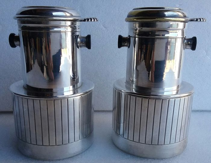 2 coffeemakers, coffee cups with filter - Silver-plated metal
