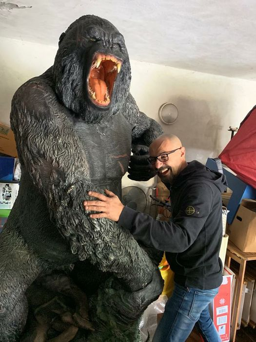 King Kong (2005)  - Large (238 cm high) prop Promotional Statue - by Oxmon/Muckle - Comes in parts, ready to assemble