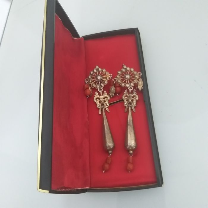 Silver, antique and Mediterranean coral-earrings- 10 cmts long