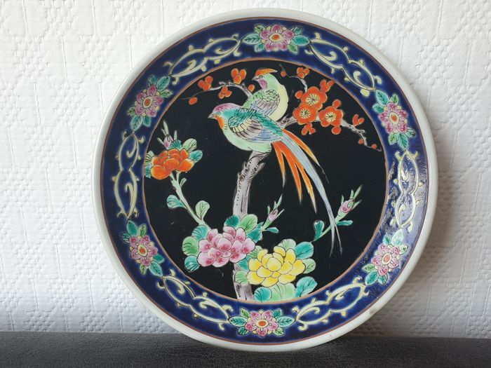 Beautiful large porcelain plate (22cm) - With Yamatoku seal and decorated with  birds, plants (1) - Porcelain - Japan - ca. 1910-20s (Late Meiji/Early Taisho)
