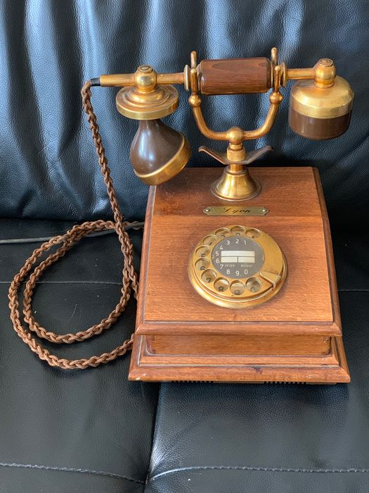 BP - Een retro telefoon, 1980s - Copper, Wood