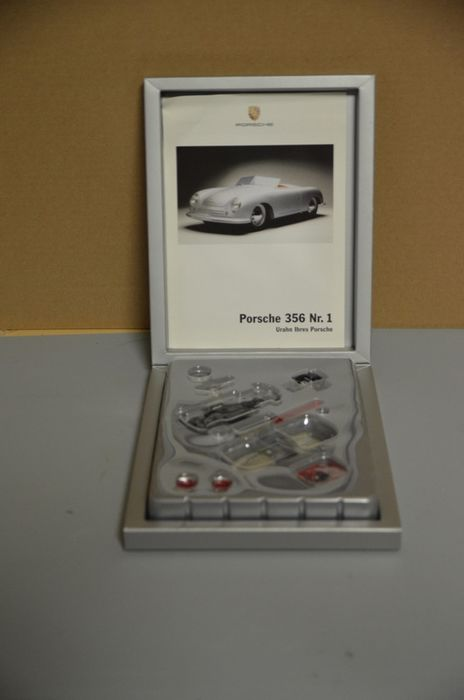 Decorative object - Porsche 356 Nr.1 Bausatz in Silberner Porsche Box  - 2000-2010