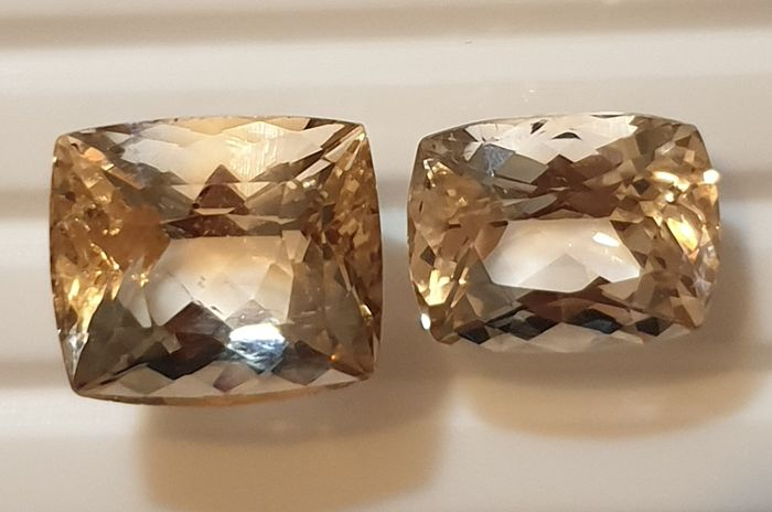 2 pcs Champagne gold Topaz - 27.20 ct