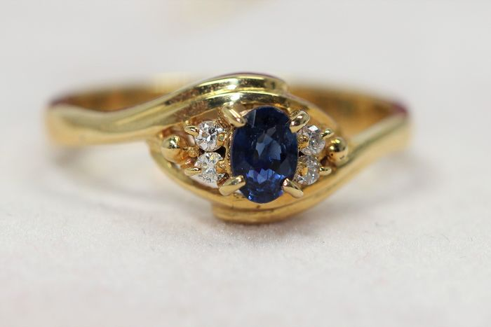 18 kt. Yellow gold - Ring - 0.25 ct Sapphire - Diamonds
