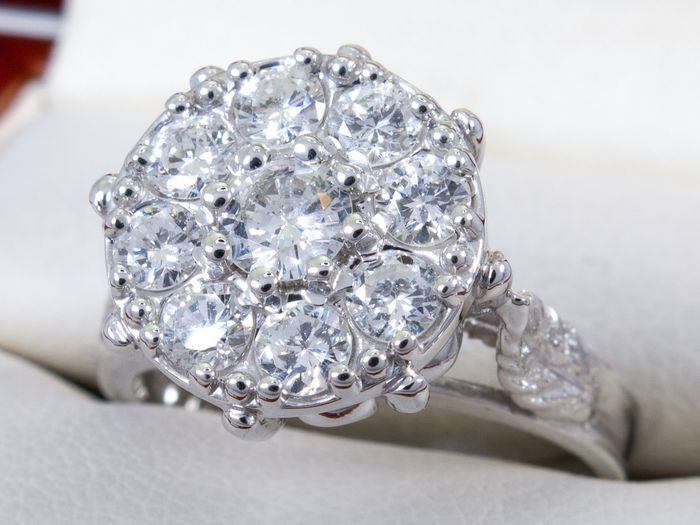 14 kt. Gold - 1.09 Ct - Luxurious Art deco flower shaped diamond ring