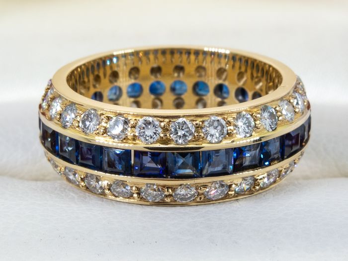 18 kt. Gold - 3.86 carats - wide diamond & sapphire band ring.