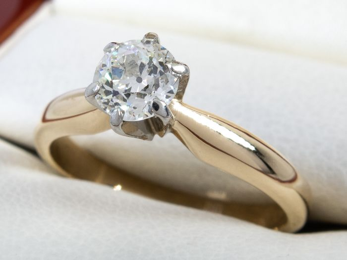 14 kt. Gold - Diamond ring with 0.52ct. solitair VS2 center.