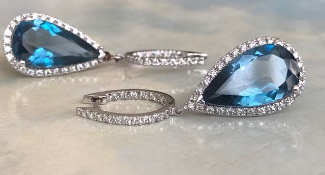 18 kt. White gold - Earrings - 12.00 ct Topaz - Diamonds