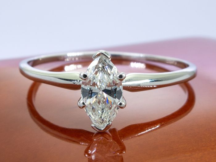 14 kt. Gold - Diamond ring with 0.46ct. solitair VS2 center.