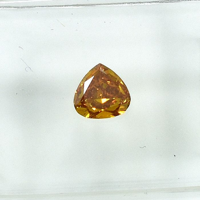 Diamond - 0.40 ct - Pear - Natural Fancy Vivid Orangy Yellow - Si1 - NO RESERVE PRICE