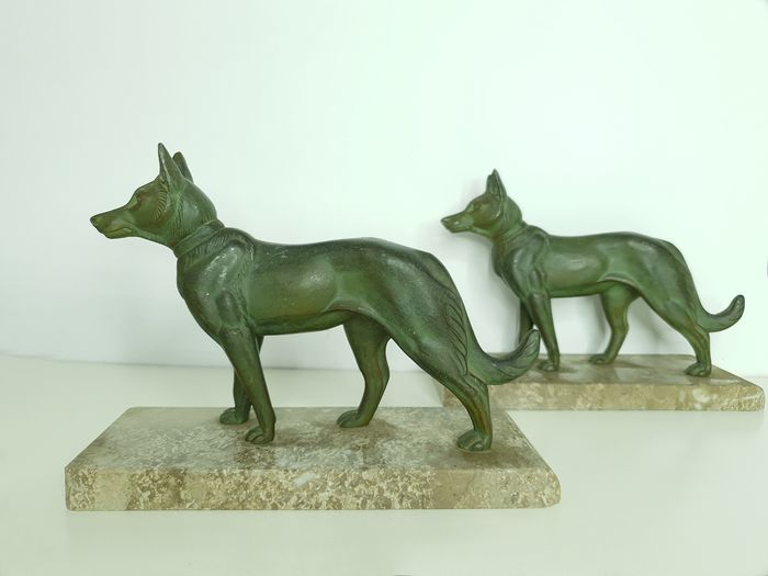 Great pair of Art Deco dog bookends