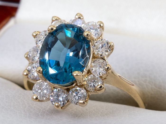 14 kt. Gold - 1.80 Ct. - diamond & blue spinel ring.